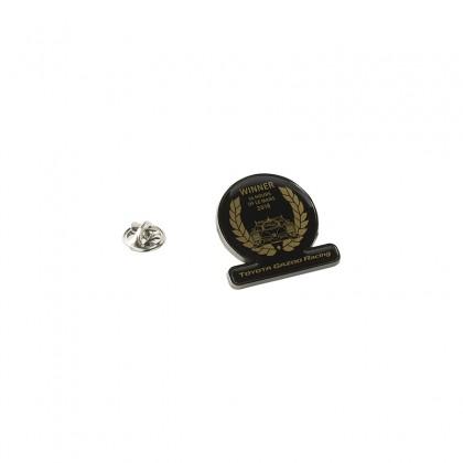 "TOYOTA GAZOO Racing Pin-Badge mit dem Design ""Gewinner in Le Mans"""